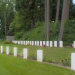 Visite du cimetière militaire de Saint Ghislain